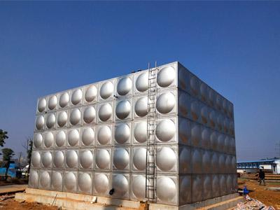 水产市场大型不锈gang水箱 5米高du
